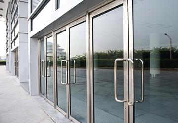 Двери алюминиевые в СПб